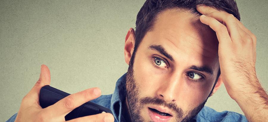 Bei einer Micro - Hair - Scalp- Pigmentierung werden mit einer feinen Nadel Farbpigmente in die Haut eingearbeitet. Die Naturhaare wirken fülliger und kleine kahle Stellen verschwinden. Bei leicht bis stark ergrautem Haar kann die Haarfarbe optisch verändert werden.