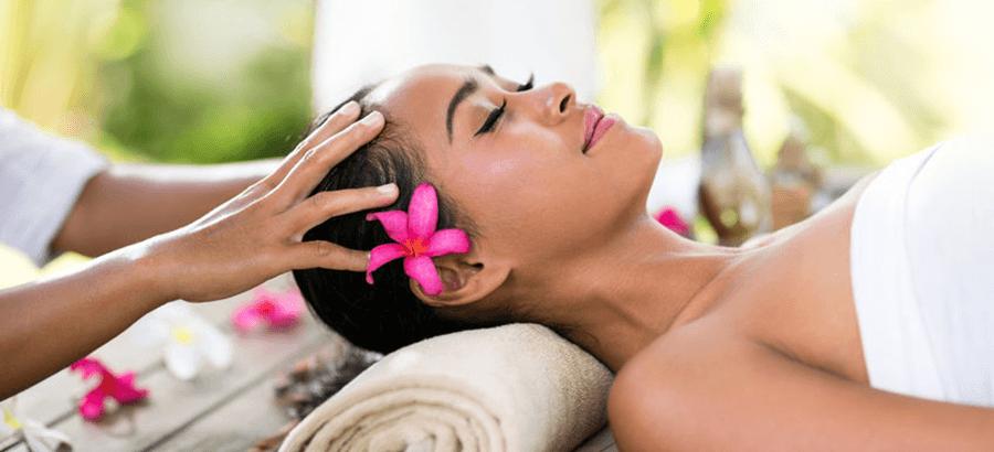 Ayurveda Therapeut Ausbildung: Kombination aus Ayurveda Massage & Ayurveda Kosmetik.