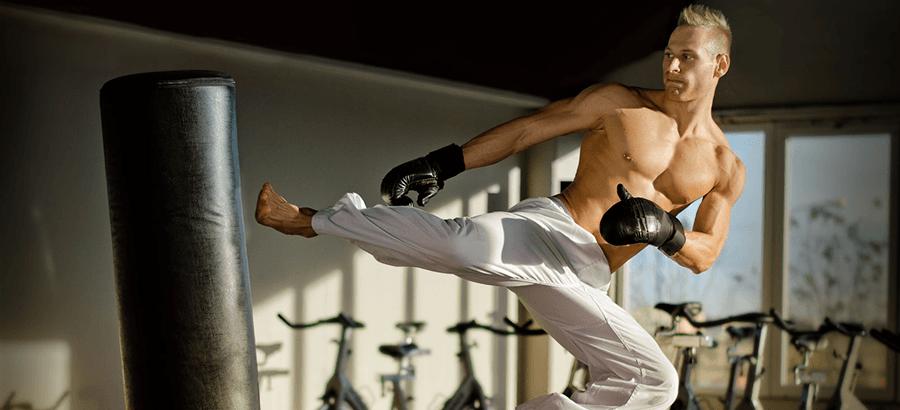 Fitness-Kick-Box-Trainer Ausbildung:  ein kraftvolles, impusives Ganzkörpertraining an den Sandsäcken mit hoher Fettverbrennung und Muskelaufbau.