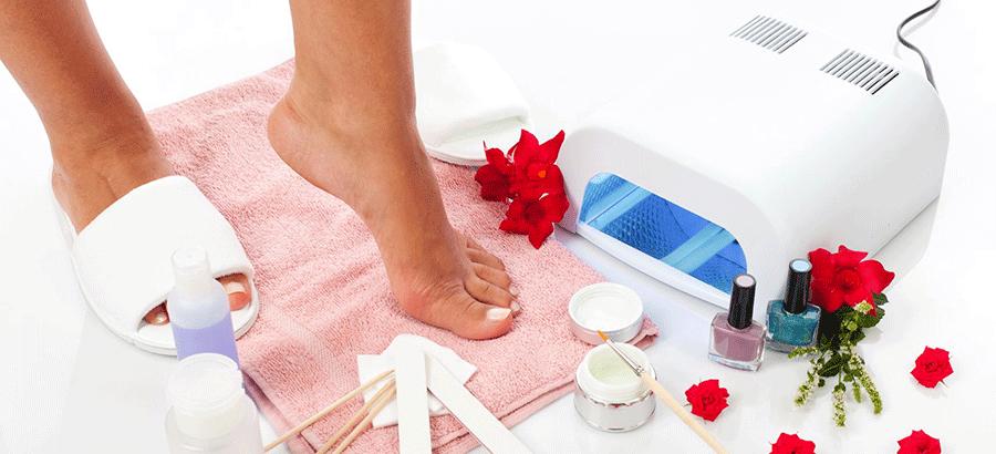 French Fußpflege Ausbildung: umfangreiche French- Varianten mit Gel-, Acryl- oder Lacktechniken für schöne & gepflegte Füße.