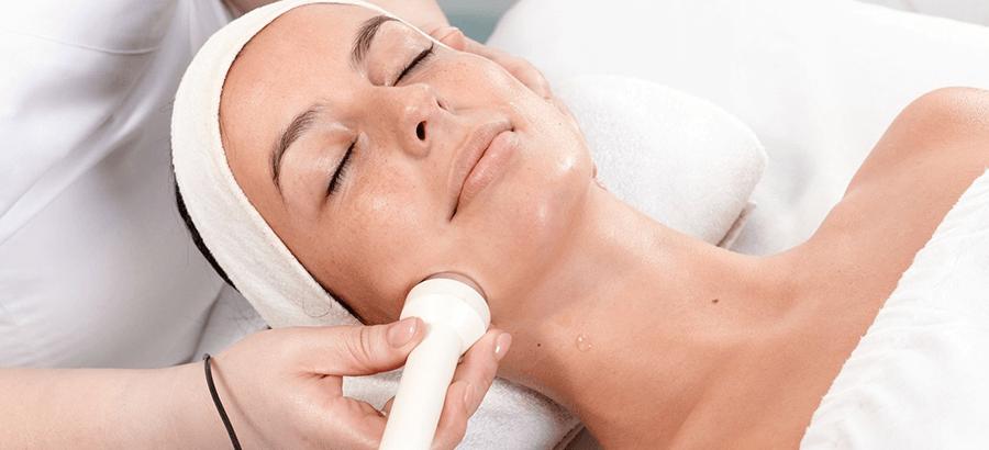 Ultraschall Behandlung Ausbildung: - Weiterbildung im Kosmetik- & Wellnessbereich: Behandlung von Falten, Akne, Couperose, Cellulite & Besenreiser.
